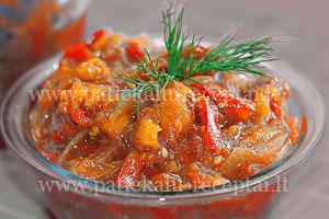 Astrios pomidoru salotos su abrikosais