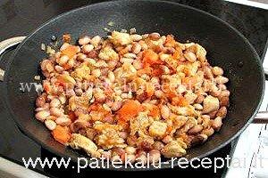 Kiaulienos gabaliukai su pupelėmis ir pomidorais 4