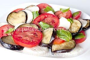 baklazanu pomidoru salotos su mocarela suriu