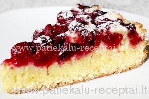 biskvitinis pyragas su vysniomis