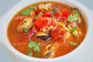 ispaniska pomidoru sriuba su midijomis