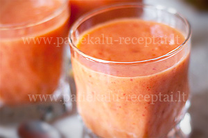 kokteilis su morku sultimis ir vaisiais