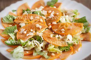 persimonu salotos su parmezanu ir kedro riesutais