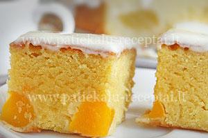pyragas su konservuotais persikais.jpg