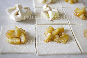 pyrageliai su karamelizuotais obuoliais 1