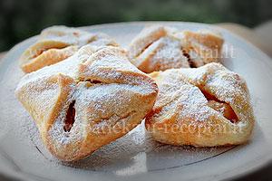 pyrageliai su karamelizuotais obuoliais