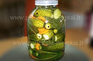 rauginti agurkai su morkomis