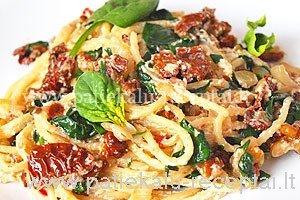spageti su rikotos suriu ir spinatais