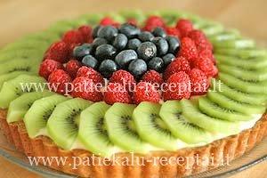 tartalete su vaisiais ir vaniliniu kremu