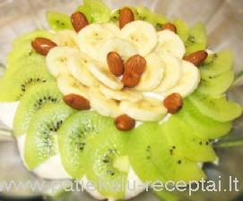varskes desertas su vaisiais